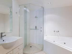 A bathroom at 142 Pacific Blue 265 Sandy Point Road with swim out unit with air con & Linen