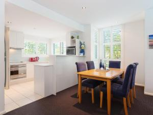 A kitchen or kitchenette at 142 Pacific Blue 265 Sandy Point Road with swim out unit with air con & Linen