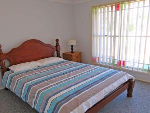 A bed or beds in a room at Salamander Way', 99a Salamander Way - fantastic duplex close to Horizons Golf Resort