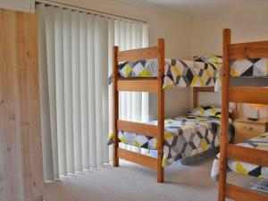 A bunk bed or bunk beds in a room at The Verandah', 9 Hanson Avenue - fantastic child friendly home
