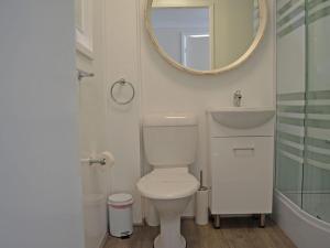 A bathroom at Wanda Magic' 19 Randall Drive - beautiful water front house