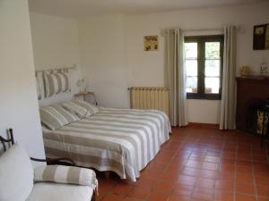 A bed or beds in a room at Bed & Breakfast - Domaine de La Provenç'âne