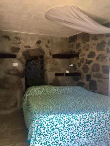 A bed or beds in a room at Casa Gianni Alicudi