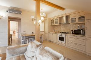 Кухня или мини-кухня в Apart39 на Окружной 4