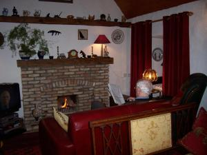 The lobby or reception area at An Caladh Gearr Thatch Cottage