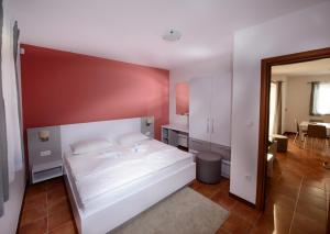 A bed or beds in a room at Plavo nebo Istra Apartments