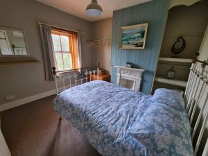 A bed or beds in a room at Chapel View Cottage