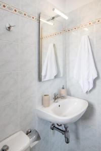 Ein Badezimmer in der Unterkunft Porto Vidali