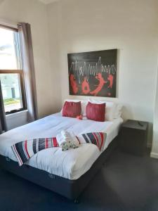 A bed or beds in a room at Exchange hotel Goulburn