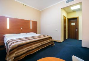 Кровать или кровати в номере Отель Новинка