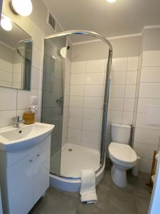 A bathroom at APARTAMENT OŚ. ZŁOTE 4B