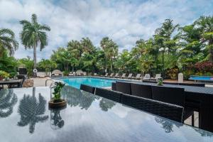 The swimming pool at or near Regency Miami Airport