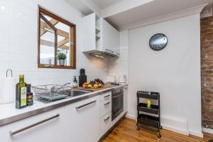 A kitchen or kitchenette at Chippendale · Quaint 1880's Sydney Chippendale Terrace House