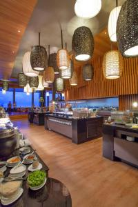 A restaurant or other place to eat at Cape Dara Resort