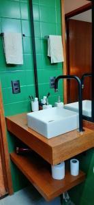 A bathroom at Camburi Apartament