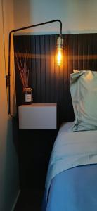 A bed or beds in a room at Camburi Apartament