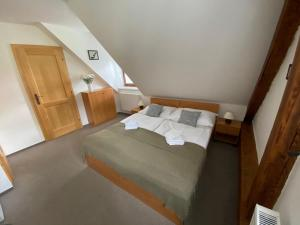 A bed or beds in a room at Apartmán u Vltavy
