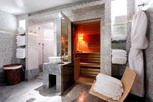 A bathroom at La Tremoille Paris