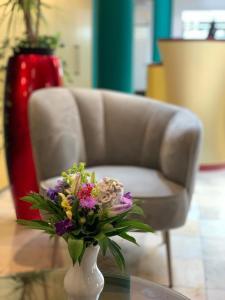 Ein Sitzbereich in der Unterkunft Amalienhof Hotel und Apartment