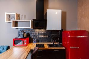 Кухня или мини-кухня в Mia Milano Hotel