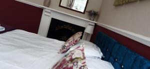 A bunk bed or bunk beds in a room at Score Valley Country House