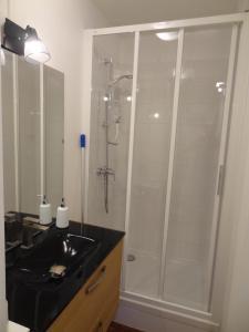 A bathroom at Le Perret