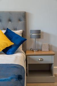 A bathroom at North London - Luxurious 2 Bedroom Serviced Apartment- Garden
