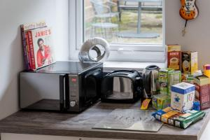 A kitchen or kitchenette at North London - Luxurious 2 Bedroom Serviced Apartment- Garden