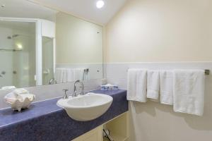 A bathroom at Freestyle Resort Port Douglas
