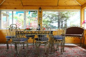 A restaurant or other place to eat at Guest House TENGERI BAIKAL