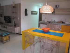 A kitchen or kitchenette at Bangalô Villas do Pratagy