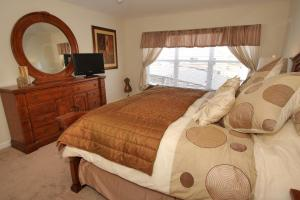 A bed or beds in a room at Windsor Hills Villa