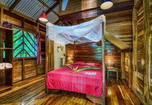 A bed or beds in a room at Congo Bongo EcoVillage Costa Rica