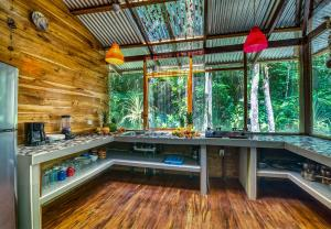 A kitchen or kitchenette at Congo Bongo EcoVillage Costa Rica