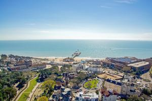 A bird's-eye view of Holiday Inn Bournemouth