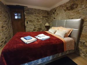A bed or beds in a room at Talasnal Montanhas de Amor