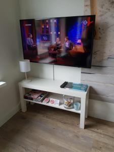 A television and/or entertainment centre at the Bellamy apartment 2