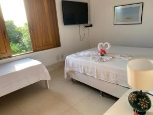 A bed or beds in a room at Casa das Acácias