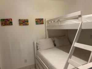 A bunk bed or bunk beds in a room at Casa das Acácias