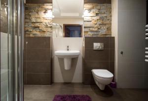 A bathroom at Prestige Apartamenty Stara Polana & Spa