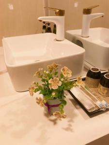 A bathroom at The Dreamers Homestay