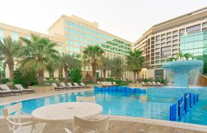 The swimming pool at or close to Millennium Airport Hotel Dubai