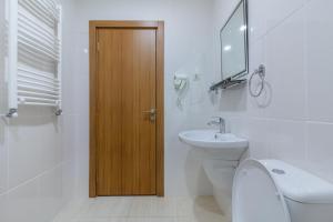 A bathroom at Paradise Borjomi Hotel