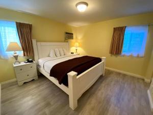 Ein Bett oder Betten in einem Zimmer der Unterkunft Hollywood Celebrity Hotel