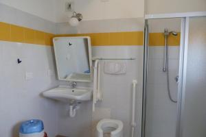 Ein Badezimmer in der Unterkunft Ostello Torino
