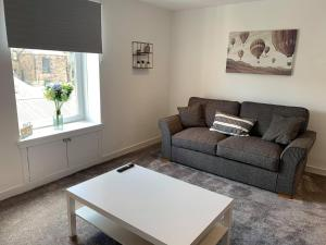 A seating area at Town Centre Apartment