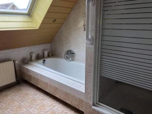 A bathroom at La Casa aan Zee