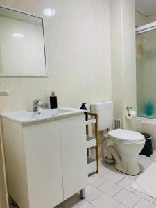 A bathroom at Comfort HS Apartment