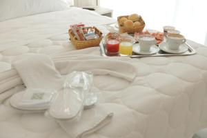 Breakfast options available to guests at Hotel Garibaldi