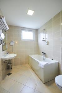 A bathroom at Hotel Korosica